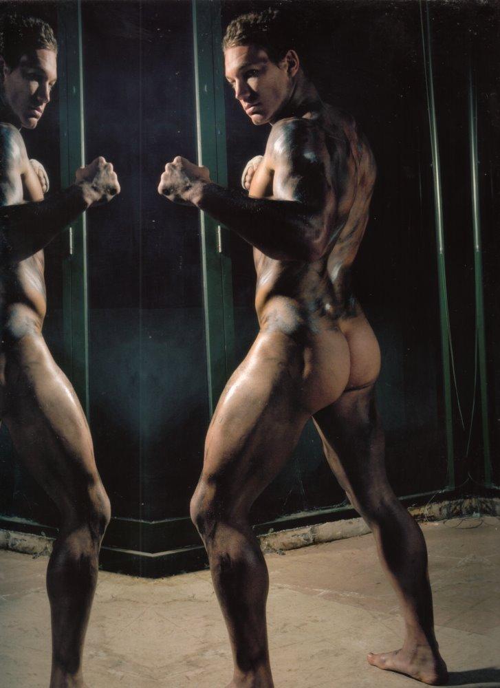 Hmmm yahoo chico desnudo