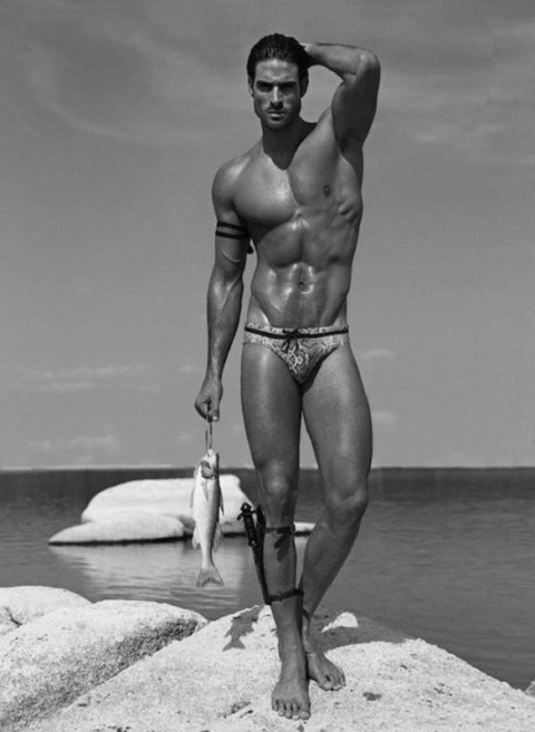 Juan-Betancourt-Hot-Sexy-Elle-Man-Burbujas-De-Deseo-04-584x800